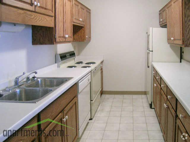 /TowerApartments/media/Tower-Apartments/Image-Gallery/tower-apartments-milwaukee-wi-kitchen.jpg